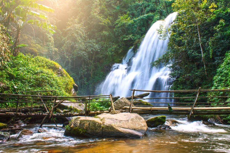 Thailand Chiang Mai jungle trekking langs watervallen