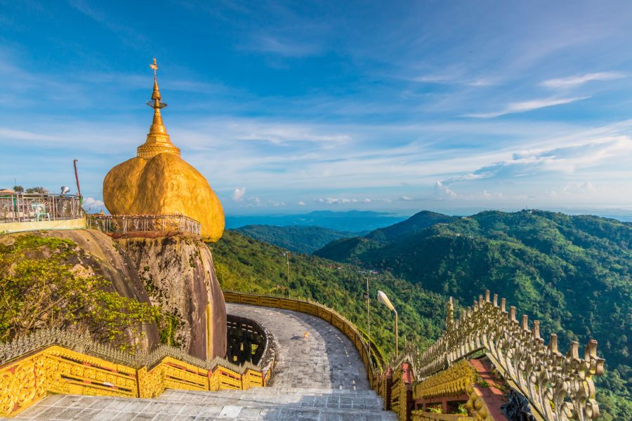 Myanmar Kyaikhtiyo of Kyaiktiyo pagode Golden Rock